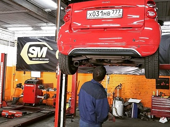 Smart Fortwo 451 on maintenance